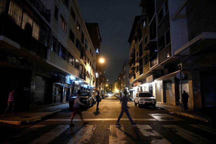 Eitt af draugahverfunum í Caracas. Ljósin eru flest slökkt.