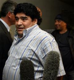 Maradona við komuna til Kúbu.