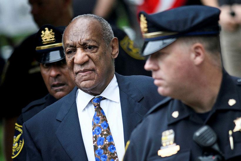 Bill Cosby mætir til dómsuppkvaðningarinnar í dag.