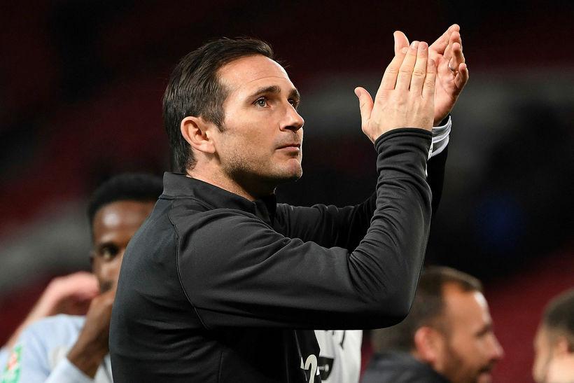 Frank Lampard þakkar fyrir sig í kvöld.