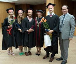 Students graduating last spring from left:  Erna Markúsdóttir, Þórdís Magnúsdóttir, Brynjar Jochumsson, Erika Halasova at the University medical department, Sveinn Rafnar Karlsson and consul Runólfur Oddsson.