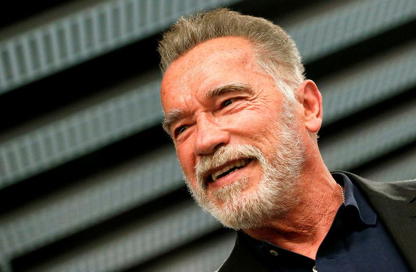 Arnold Schwarzenegger biðst afsökunar í nýju viðtali.