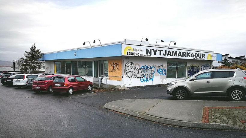 Húsið að Norðurbrún 2 var byggt árið 1965. Verslun var ...