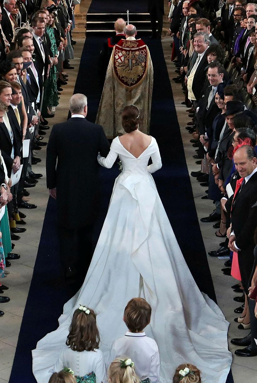 Eugenie prinsessa gekk inn í kirkjuna með föður sínum, Andrési ...