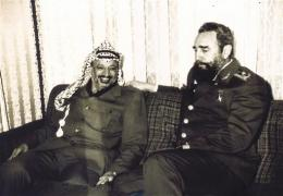 Yasser Arafat með Fídel Kastró, forseta Kúbu.