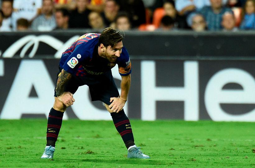 Maradona finnst Messi fara of oft á klósettið.