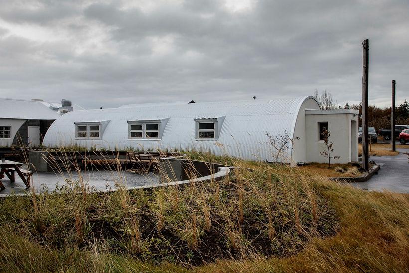 Framkvæmdir við endurgerð fasteignanna við Nauthólsveg 100 hafa kostað mun ...