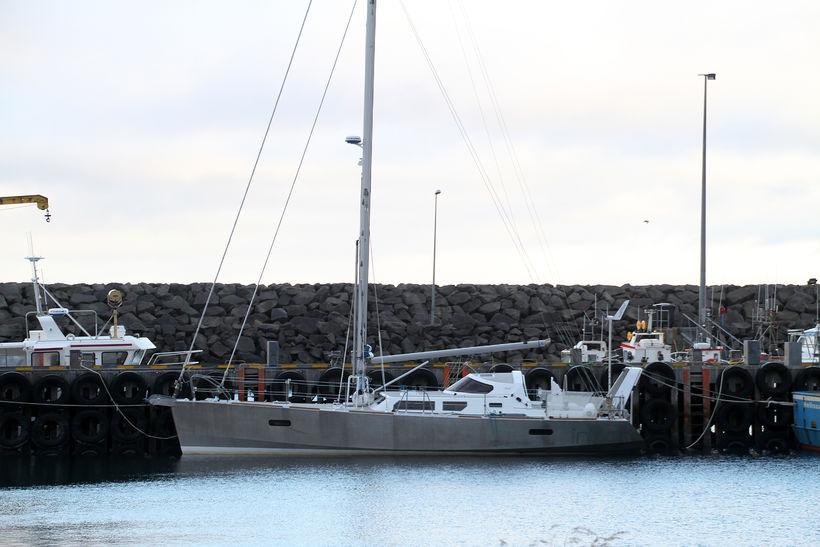 Skútan Inook við höfnina í Ólafsvík.