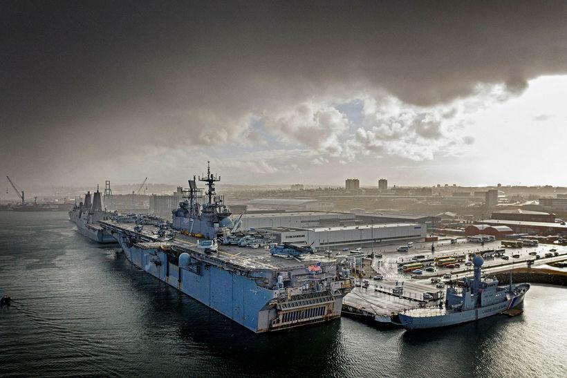 Fjölmörg herskip komu til landsins vegna heræfingarinnar, meðal annars USS ...