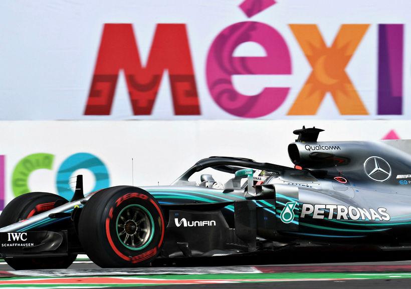 Lewis Hamilton á ferð í kappakstrinum í Mexíkó.