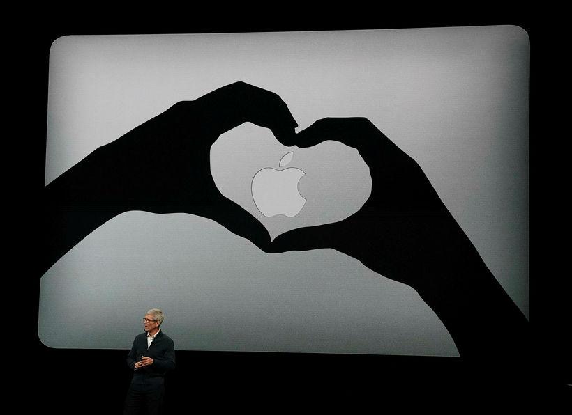 Tim Cook, forstjóri Apple, á kynningarfundi fyrirtækisins 30. október sl.