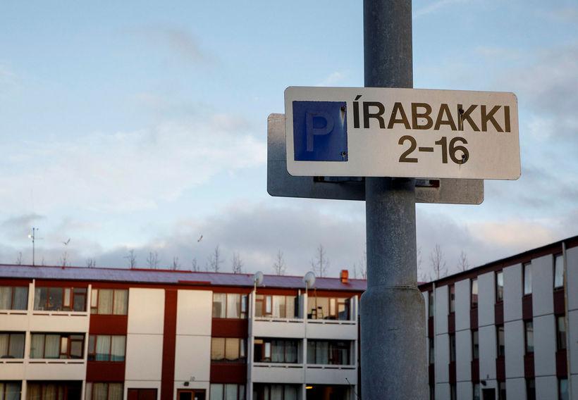 Félagsbústaðir eiga margar íbúðir í fjölbýlishúsinu Írabakka 2-16 í Breiðholti. ...