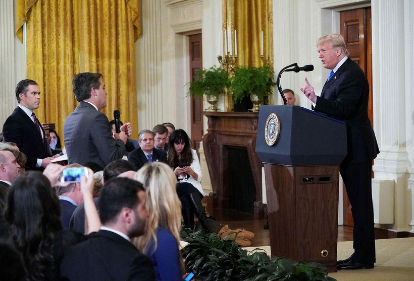 Jim Acosta, fréttamaður CNN, spurði Trump út í kosningabaráttuna sem ...