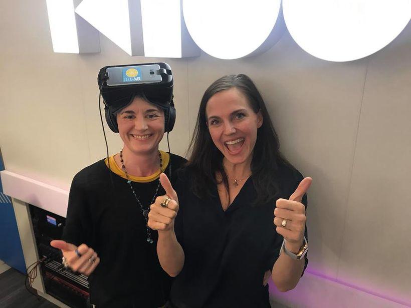 Þóra Björk hér með Oculus GO og Tristan ánægð með ...