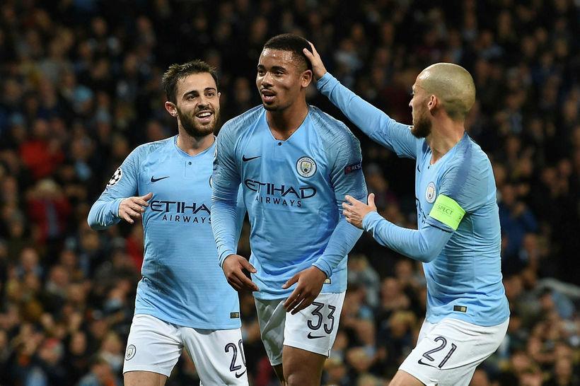 Manchester City fagnar einu af sex mörkum sínum í gærkvöld.