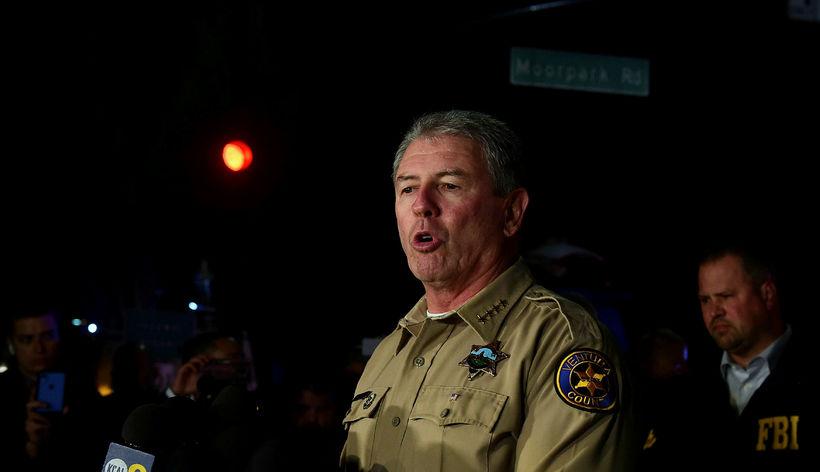 Geoff Dean, lögreglustjóri Ventura-sýslu, segir árásarmanninn hafa áður komist í ...