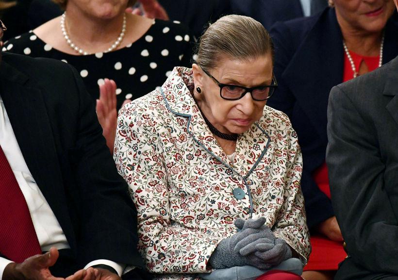 Ruth Bader Ginsburg er 85 ára gömul. Hún féll á ...