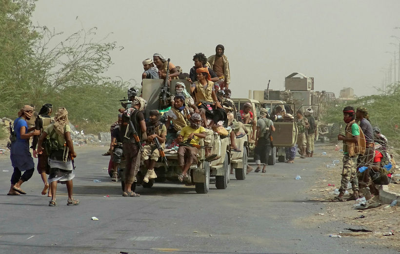 Hermenn hlynntir stjórnvöldum í Jemen í útjarðri hafnarborgarinnar Hodeida.
