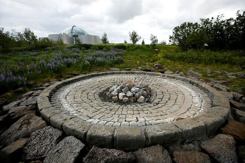 Manngerði hverinn Strókur hefur legið í dvala frá árinu 2012.