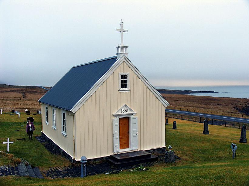 Kirkjan á Kolfreyjustað er 140 ára gömul um þessar mundir.