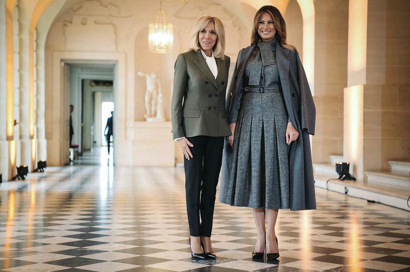 Brigitte Macron var nútímalega klædd á meðan Melania Trump kaus …