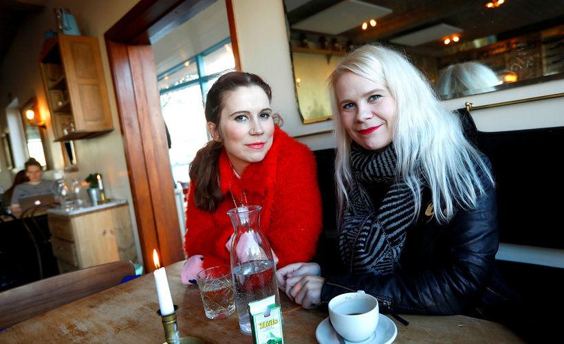 Systurnar Kamilla og Júlía Margrét Einarsdætur.