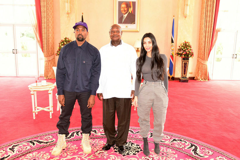 Forseti Úganda, Yoweri Museveni, tók á móti þeim Kanye West ...