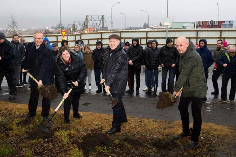 Guðjón Arngrímsson, Ásta Stefánsdóttir, Gísli Halldór Halldórsson og Leó Árnason ...