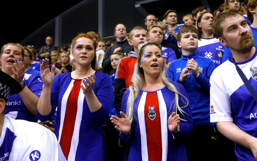 Áhorfendur á leik Íslands og Grikklands á undankeppni EM í …