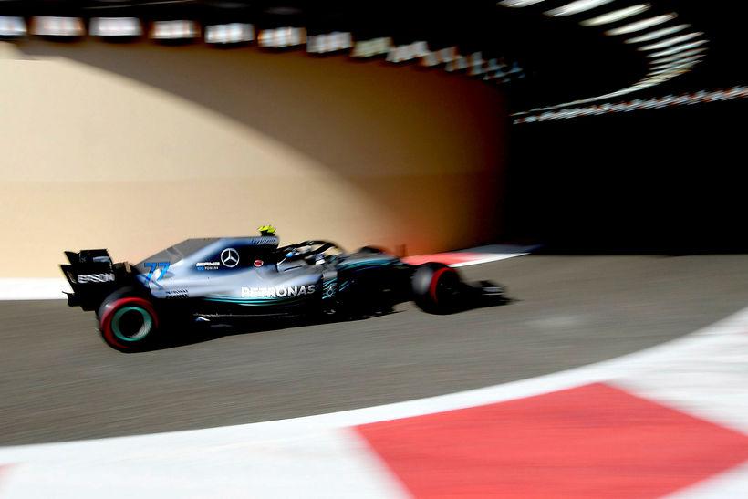 Valtteri Bottas í Abu Dhabi í dag.