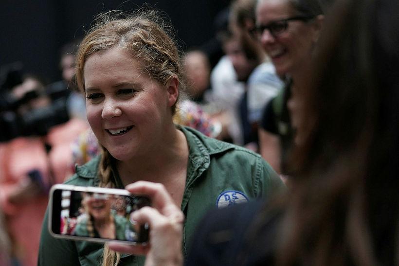 Amy Schumer glímir við mikla ógleði á sinni fyrstu meðgöngu.