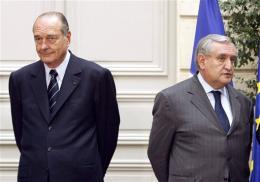 Búist er við að Raffarin (t.h.) biðji Chirac lausnar fyrir …