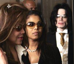 Michael Jackson kemur til dómshúss í Santa Maria árið 2005 …