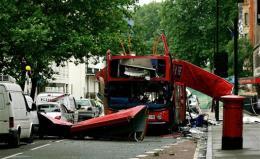 Flak strætisvagnsins sem sprengdur var í loft upp í London ...