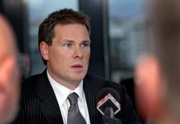 Árið 2005 fór millifærsla af reikningi FL Group yfir til ...