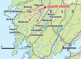 Eldurinn hefur komist yfir Sauraveg og er hvað mestur við ...