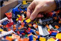 """""""Ég elska að byggja úr LEGO-kubbum,"""" segir Brynjar Karl í ..."""