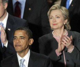 Að mati sérfræðinga hafði Hillary Clinton betur í kappræðum hennar ...