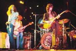 Jimmy Page og félagar á tónleikum í New York árið ...