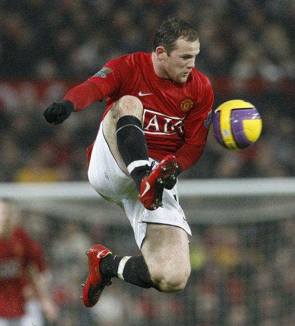 Wayne Rooney hefur afplánað leikbann og leikur í fremstu víglínu ...