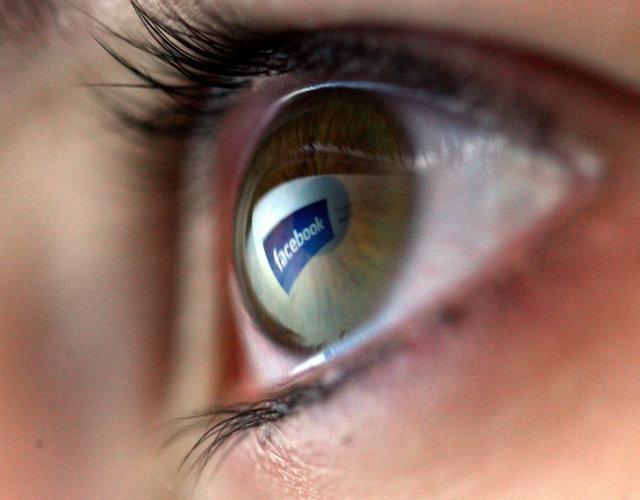 Alsjáandi auga Facebook.