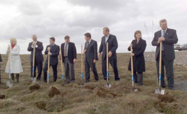 Þau tóku öll skóflustungu á álverslóðinni í Helguvík.