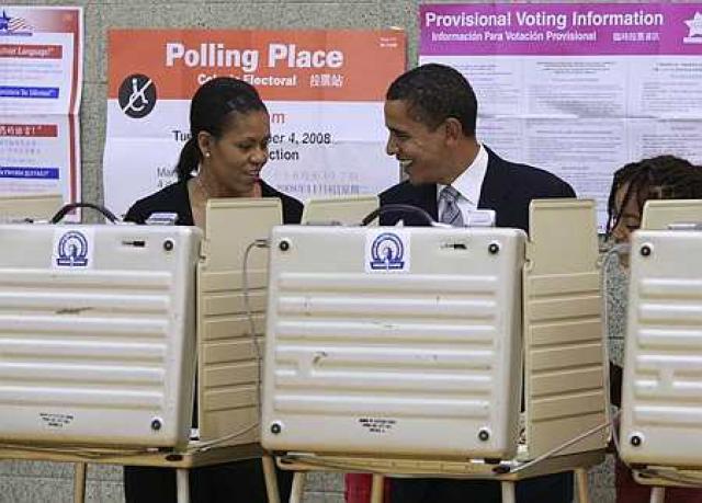 Næstu forsetahjón Bandaríkjanna. Michelle og Barack Obama, greiddu atkvæði í ...