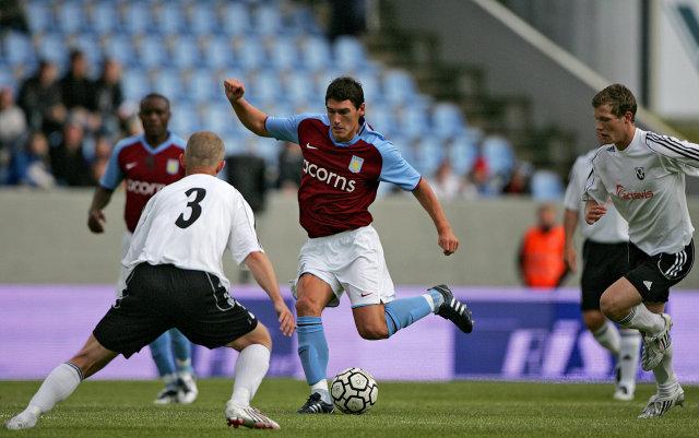 Gareth Barry í leik með Aston Villa gegn FH í ...