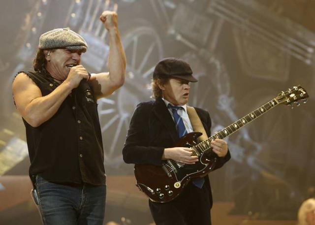 Brian Johnson og Angus Young hafa haldið sig við formúluna ...