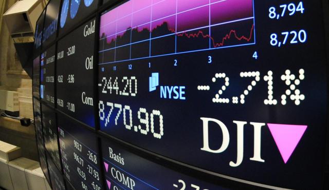Hlutabréfavísitölur lækkuðu á Wall Street í kvöld.