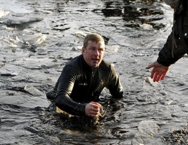 Fjölnir Þorgeirsson vann þrekvirki við björgunarstörf í Tjörninni í dag ...