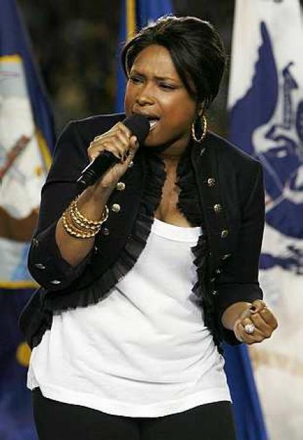 Jennifer Hudson sings the national anthem before the NFL's Super ...