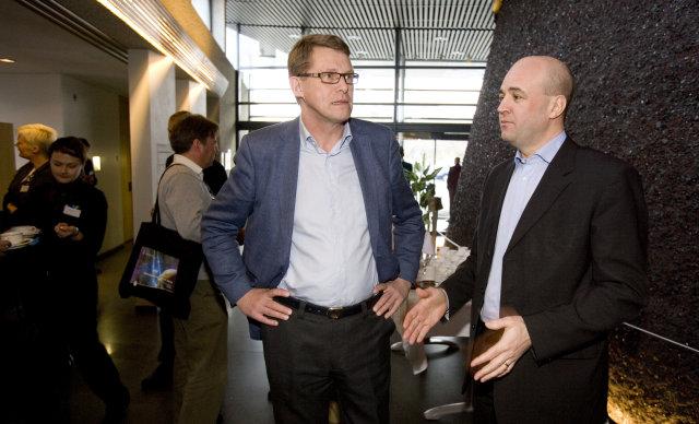 Matti Vanhanen og Fredrik Reinfeldt ræðast við á þinginu.