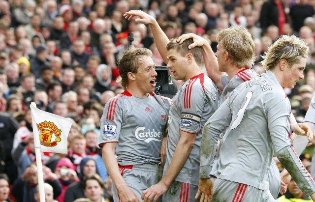 Leikmenn Liverpool fagna á Old Trafford í dag.